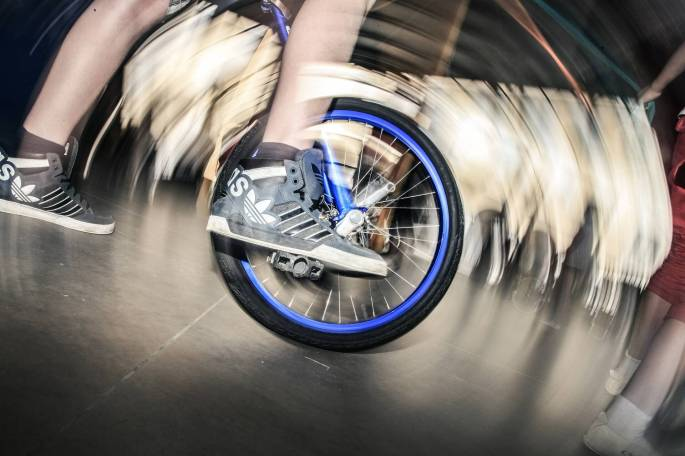 bicicleta alucinante bmx manobra
